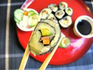 Ziemniaczane sushi z marynowanymi warzywami