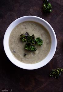 Zupa krem z topinambura z jarmużowymi czipsami