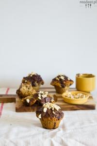 Rozpustne muffiny z masłem orzechowym i czekoladą