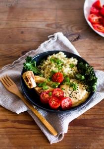 Jesienny talerz obfitości: quinoa z dynią, cieciorką, jarmużem i pietruszką