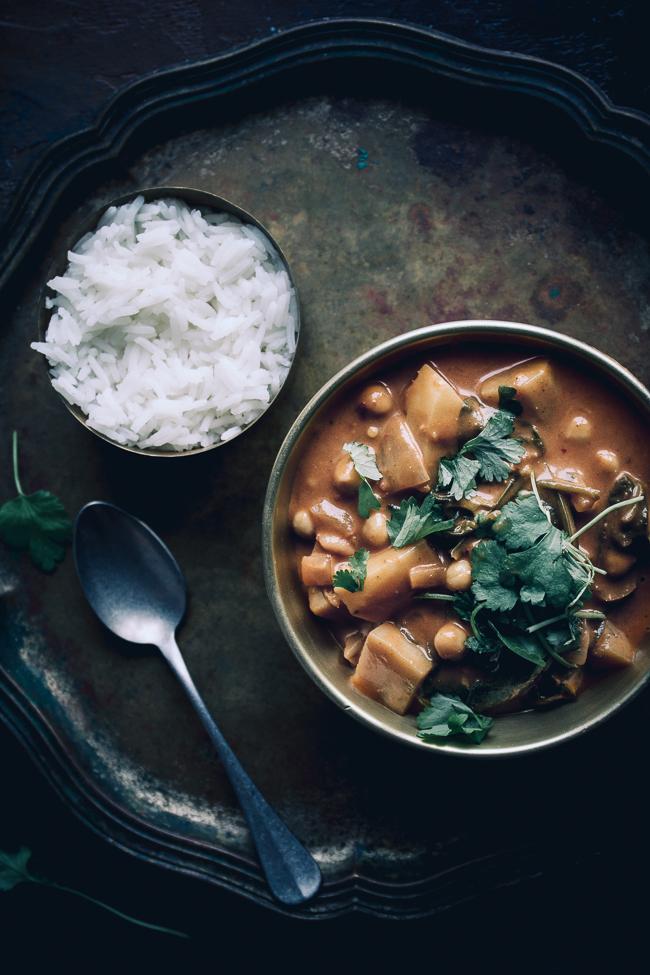 indyjskie curry z ciecierzyca i ziemniakami