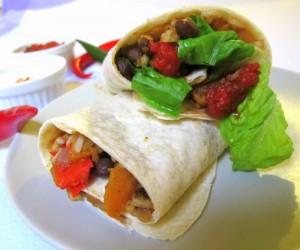Burrito z batami, czarną fasolą i salsą