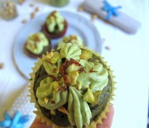 Wiosenne babeczki z zieloną herbatą i pistacjami