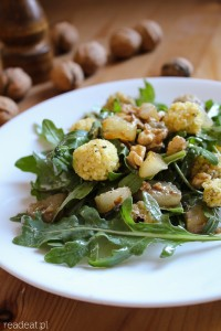 Roasted pears and arugula salad with millet balls