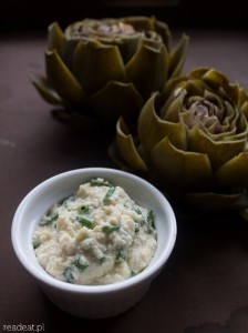 Cooked artichokes with almond dip