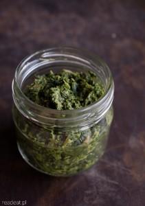 Kale and mushroom pesto