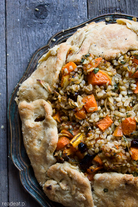 Tart with pumpkin and pearl barley