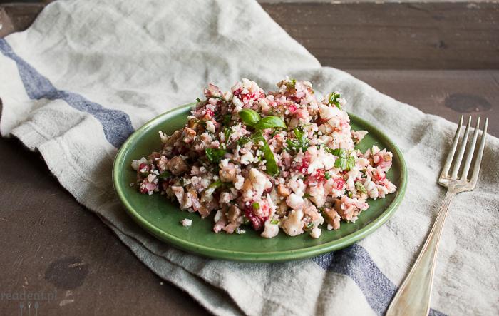 raw cauliflower salad with strawberries
