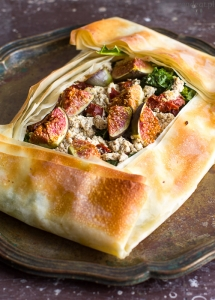 Phyllo pastry with figs, kale and tofu