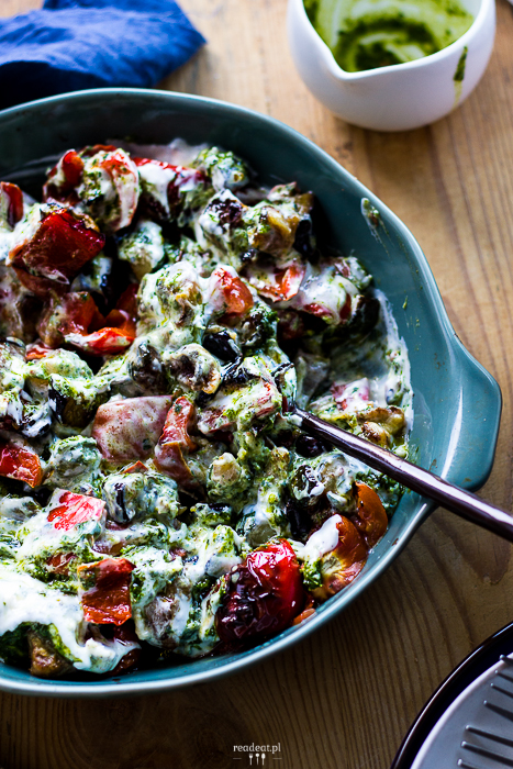 Smażone warzywa z oliwą ziołową i jogurtem