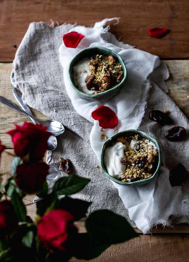 granola with dates and pistachios