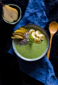 Smoothie bowl: spinach, melon, cucumber, peanut butter